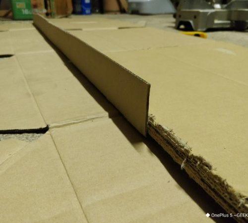 【DIY】ダンボールを5枚重ねてボンドで固めたら、ベニヤ板じゃなくても、簡単に激安で棚が作れるかも!?